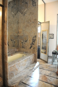 Villa Necchi marbles in the bathroom