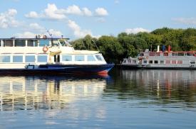 Moskva River - boats